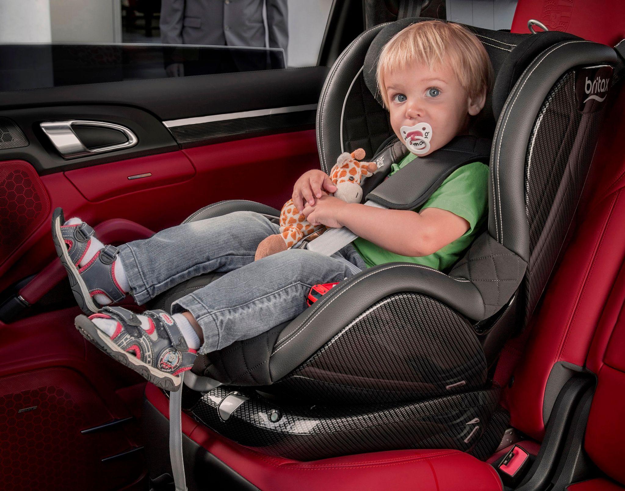 как правильно положить младенца в автокресло
